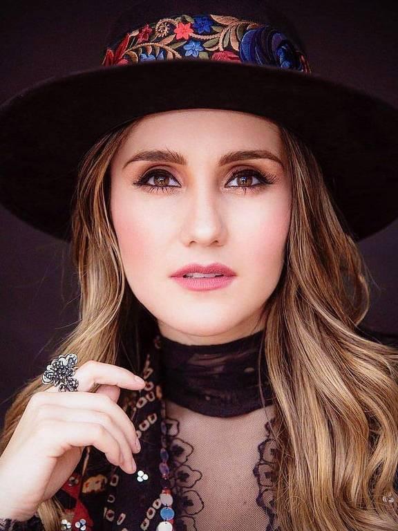 Imagens da cantora Dulce María