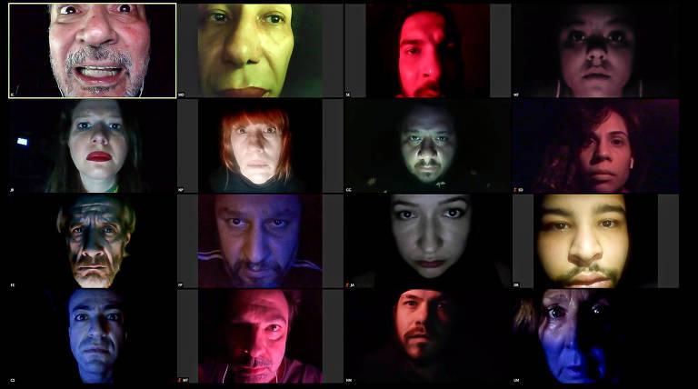 16 atores iluminados por luzes de diferentes cores ocupam cada um uma tela num aplicativo de videoconferência