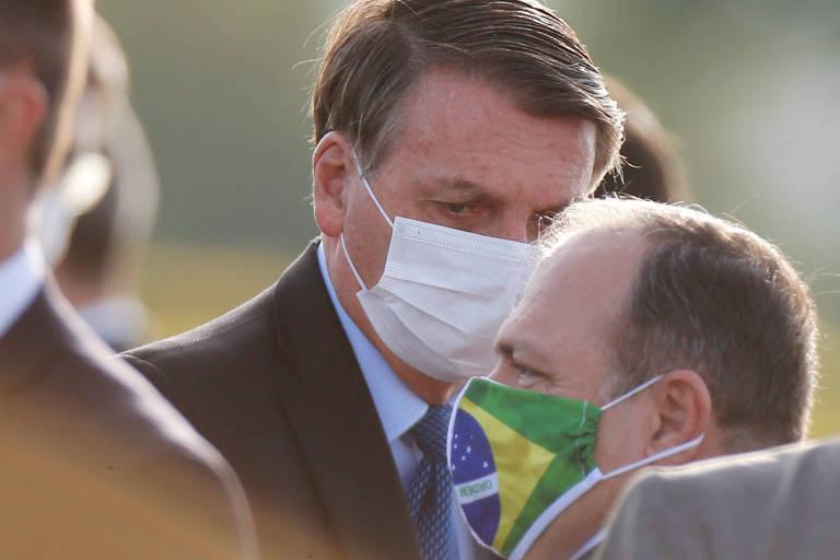 Bolsonaro fala com o ministro interino da Saúde, general Eduardo Pazuello
