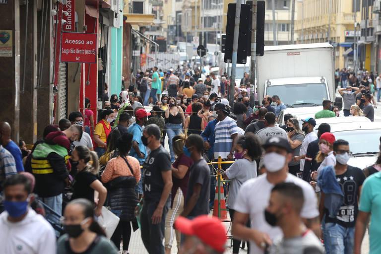 Comércio de rua volta a funcionar em São Paulo