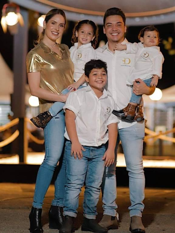 Wesley Safadão com a esposa Thyane Dantas (desde 2016) e os filhos  Ysis e Dom Dantas e Yhudy Lima do seu casamento com Mileide Lima