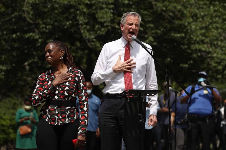 Prefeito de Nova York navega pandemia e atos antirracismo como patinho feio entre progressistas