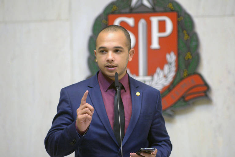 O deputado estadual Douglas Garcia (PSL) no plenário da Assembleia Legislativa de SP
