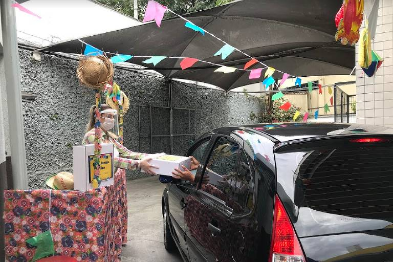 Festa Junina Drive, iniciativa em drive-thru instalado em posto de combustíveis na zona sul de São Paulo