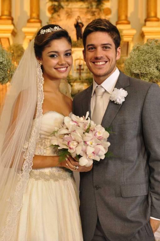 Casal 'uma prova de amor': Amália (Sophie Charlotte) e Rafael (Marco Pigossi)