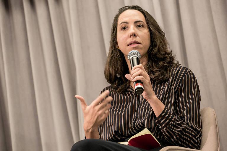 A economista Laura Carvalho durante debate realizado em 2019 sobre o teto de gastos