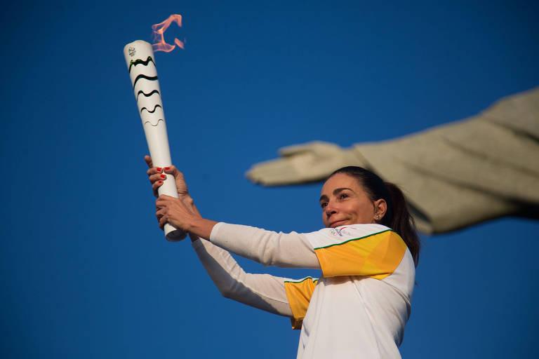 A ex-jogadora de vôlei Isabel Salgado quando conduziu a tocha olímpica no Cristo Redentor, em 2016