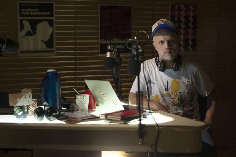 A trama gira em torno do apresentador de rádio Sebestián Wainraich e de sua vida pessoal e profissional