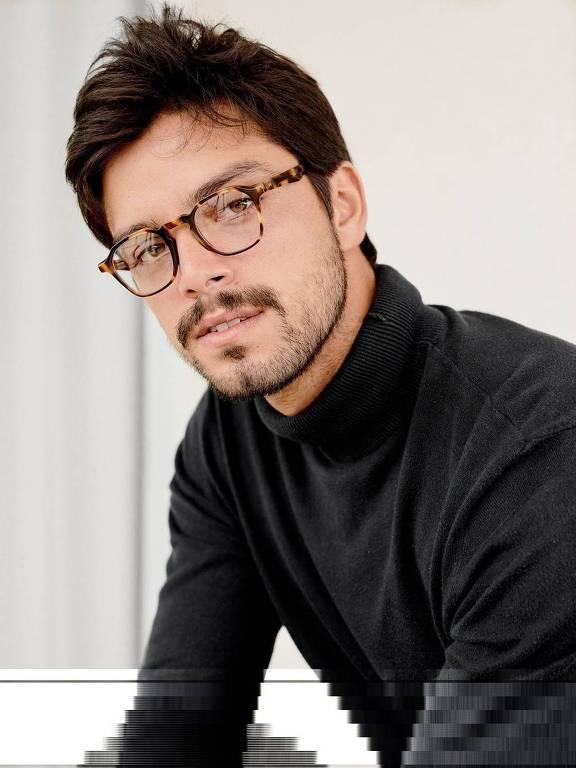 Imagens do ator Rodrigo Simas