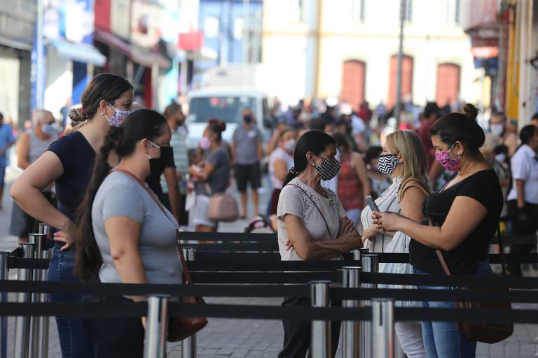 Centro de Guarulhos fica lotado após prefeitura autorizar reabertura antecipada de comércio