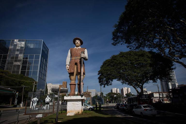 O monumento ao Borba Gato passou a ser vigiado após a derrubada de estátuas na Europa e nos Estados Unidos