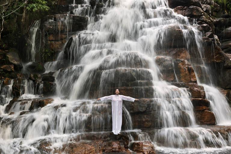 Marina Abramovic posa em paisagens brasileiras na série 'Places of Power'