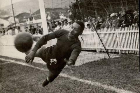 LOCAL DESCONHECIDO, 00-00-1949: Futebol: o goleiro Moacyr Barbosa. (Foto: Folhapress)