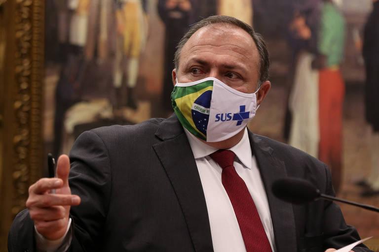 O ministro interino da Saúde, Eduardo Pazuello, em reunião na Câmara em junho