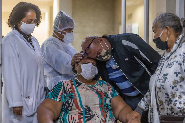 A rotina nos hospitais que recebem pacientes com o novo coronavírus em São Paulo