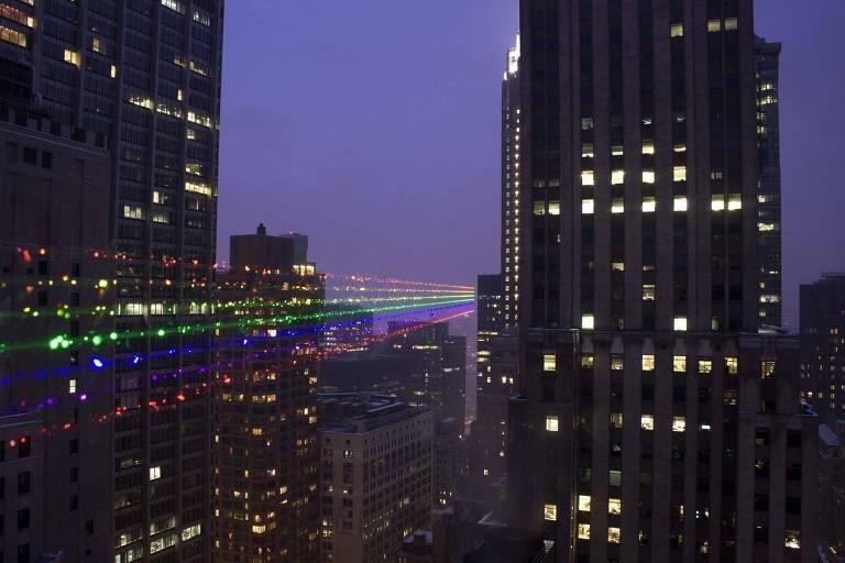 Cores do arco-íris projetadas em Nova York em 2009