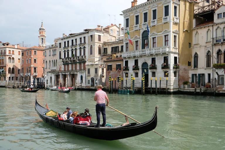 Gôndolas voltam a operar em Veneza