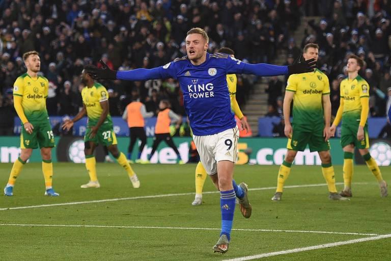 Jamie Vardy, artilheiro da Premier League, comemora gol contra o Norwich em dezembro