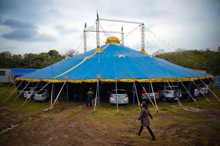 Circo gaúcho tem plateia dentro dos carros durante pandemia do novo coronavírus