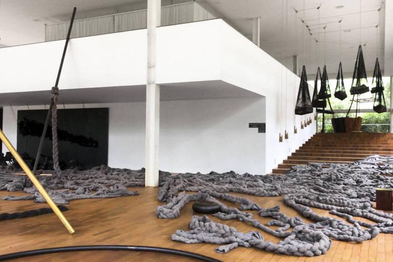 """Obra """"Tereza"""", de Tunga, teve seus tecidos desentrelaçados para arejar a peça durante a pandemia no Instituto Inhotim"""