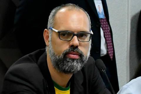 Moraes cita vínculo com invasor do Capitólio ao mandar prender bolsonarista Allan dos Santos
