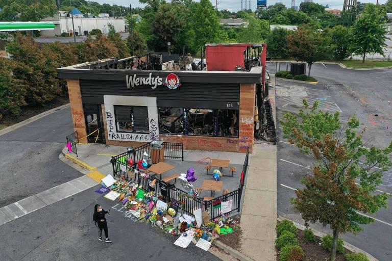 """A lanchonete de """"fast-food"""" onde Rayshard Brooks foi morto se tornou um memorial em sua homenagem"""