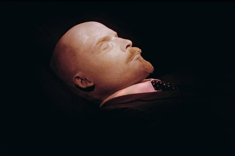 O corpo embalsamado de Vladimir Lênin no mausoléu na Praça Vermelha