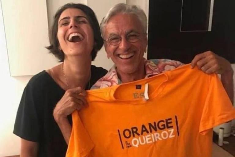 A ex-deputada Manuela d'Ávila e o cantor e compositor Caetano Veloso