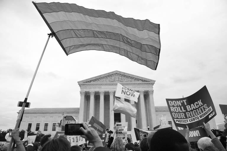 Manifestação do lado de fora da Suprema Corte dos EUA, em outubro, durante a sustentação oral dos casos que embasaram a decisão contrária à discriminação contra LGBTs no trabalho