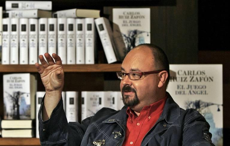 Escritor Carlos Ruiz Zafún em Barcelona, na Espanha, em 2008, após sucesso do livro 'A Sombra do Vento'