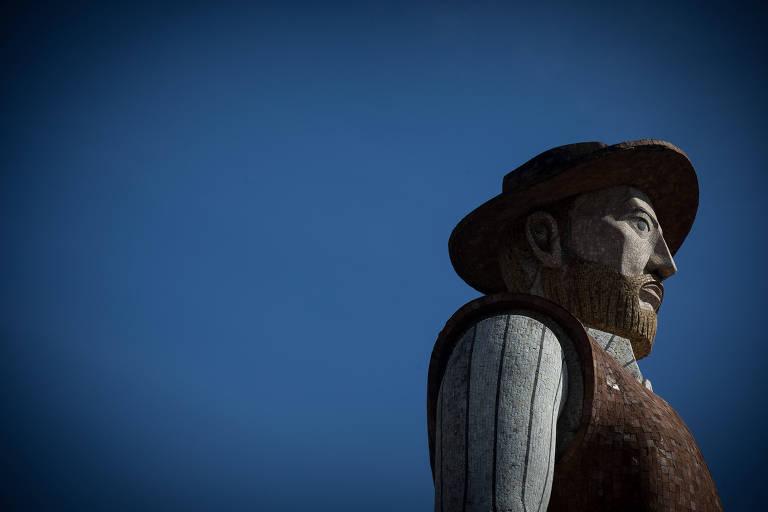 A estátua do bandeirante Borba Gato em Santo Amaro, zona sul de São Paulo