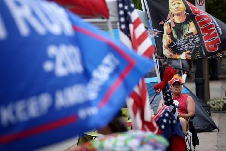 Apoiadores do presidente dos EUA, Donald Trump, na fila para comparecer ao comício do republicano em Tulsa