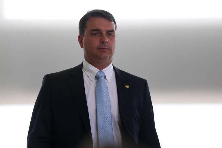 Escuta telefônica no entorno de miliciano estava suspensa no dia de encontro com ex-assessores de Flávio Bolsonaro