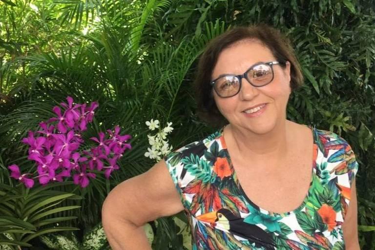 A aposentada Eni Bertolini, 60, mantém orquídeas em sua casa em Campinas (SP)