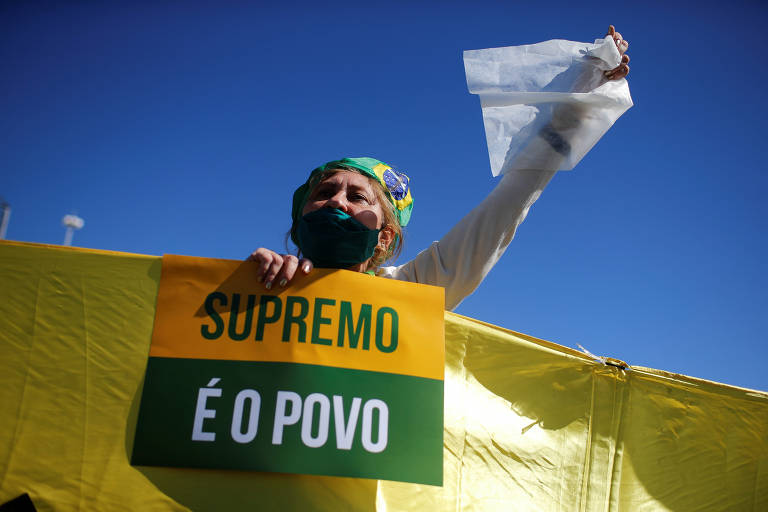 Manifestante a favor do presidente Jair Bolsonaro (sem partido) durante ato em Brasília