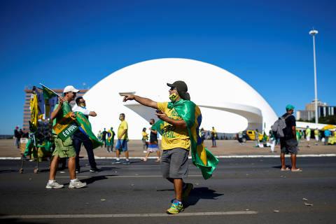 Nenhum absurdo balança o terço de eleitores fiéis de Bolsonaro