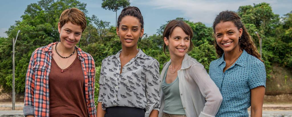 Aruanas -  Luiza ( Leandra Leal ), Verônica ( Taís Araújo ), Natalie ( Débora Falabella ) e Clara ( Thainá Duarte ).