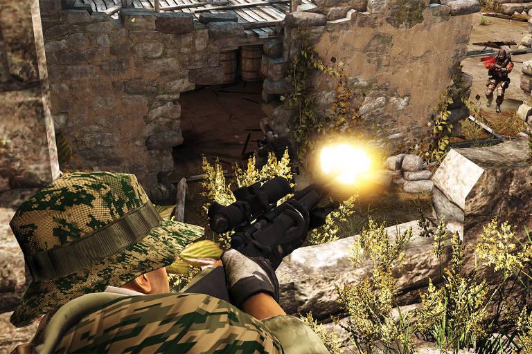 Soldado americano acerta inimigo no game Proving Grounds, da série America's Army