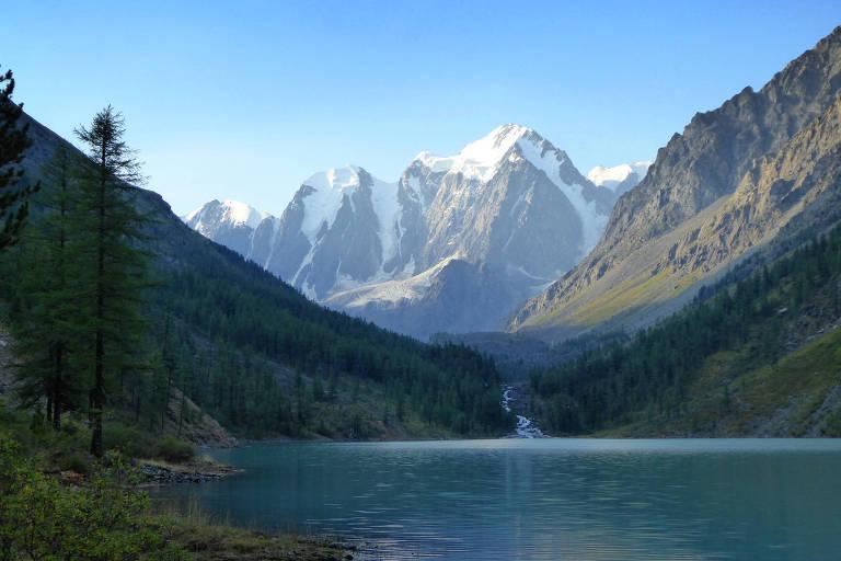 Sibéria pode ter registrado maior temperatura da sua história no último sábado (21). Na foto, tirada em 2015, está o lago Shavla