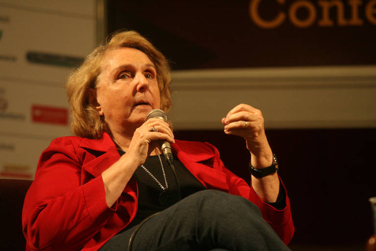 Palestra com a escritora Lya Luft no primeiro dia na 11º feira do livro em Ribeirão Preto, em 27 de maio de 2011