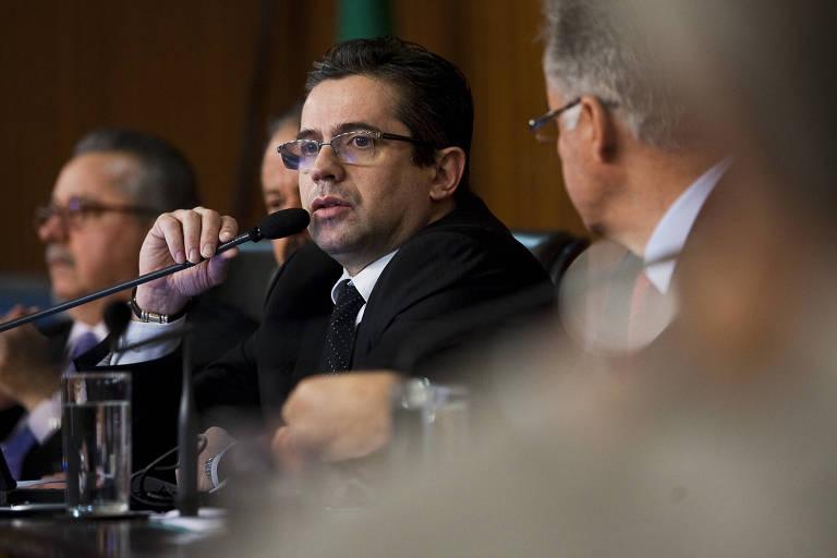 O promotor Jose Carlos Blat durante depoimento à CPI da Bancoop