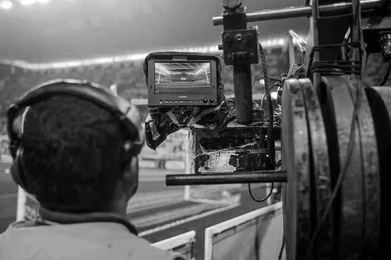 A renda com direitos de transmissão é uma das principais fontes para os clubes brasileiros