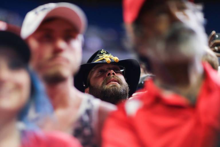 Apoiadores de Donald Trump antes de comício do presidente americano em Tulsa