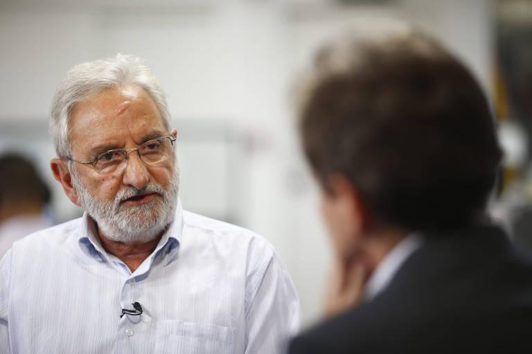 O deputado federal Ivan Valente (PSOL-SP), durante entrevista à TV Folha