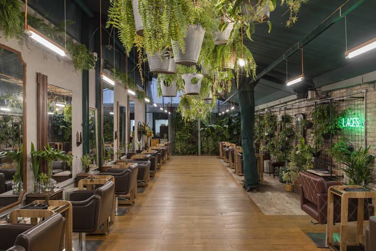 Salão de beleza se prepara para reabertura em São Paulo