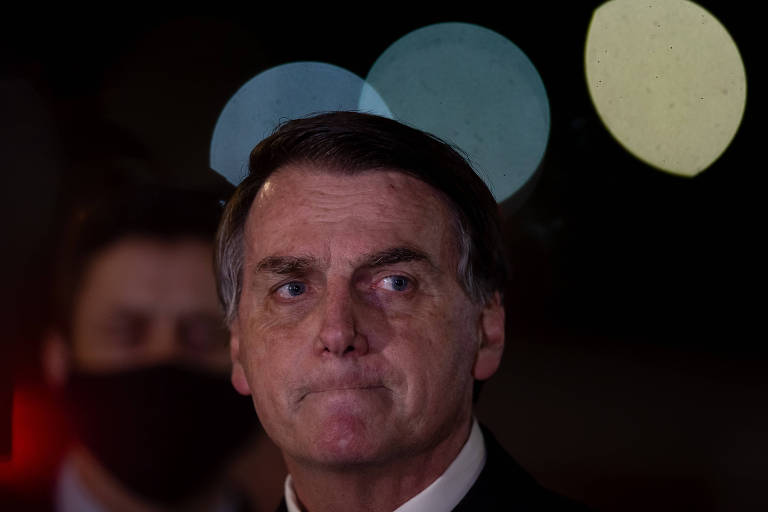 O presidente Bolsonaro durante entrevista ao chegar no Palácio da Alvorada, em Brasília