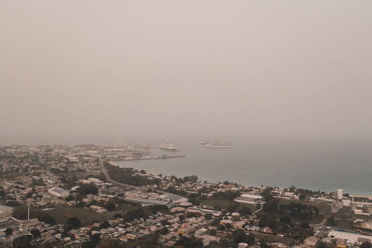 Nuvem de poeira derivada do Saara sobre Barbados, no Caribe, em 22 de junho