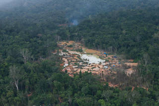 Mining in the Yanomami Indigenous Land in Brazil Garimpo na Terra Indígena Yanomami