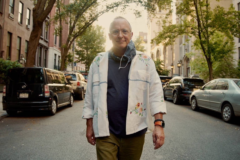 Escritor e humorista americano caminha mais de 30 km por dia por Nova York deserta