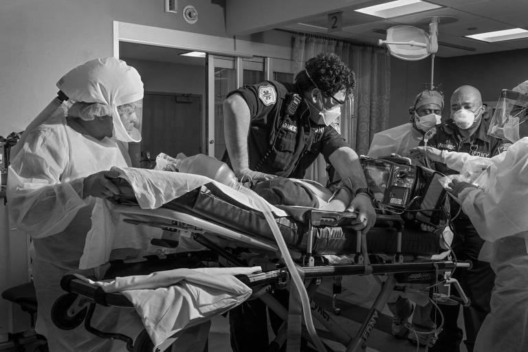 Repórter Philip Montgomery registra pandemia do novo coronavírus, em Nova York